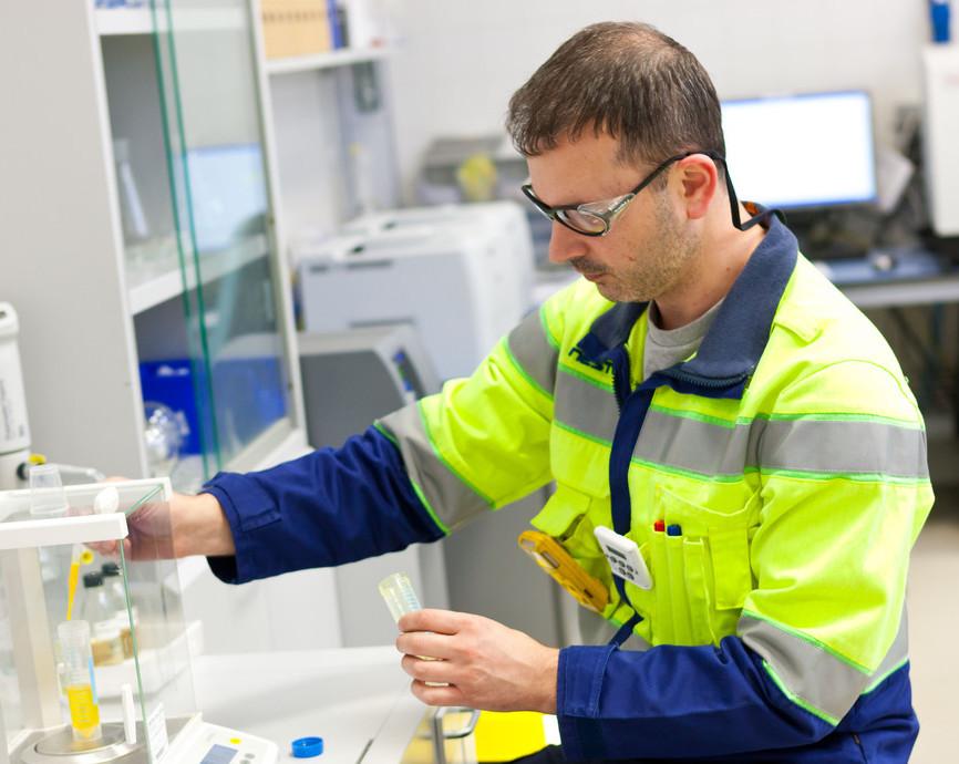 Neste toimii uusiutuvien raaka-aineiden tutkimuksessa tiiviissä yhteistyössä eri alojen johtavien tutkimuslaitosten ja yritysten kanssa.