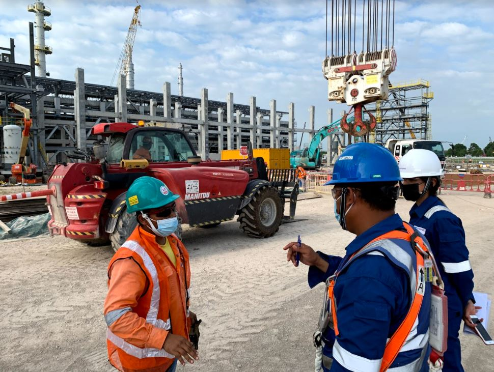 Conversation with a worker on-site during a safety audit