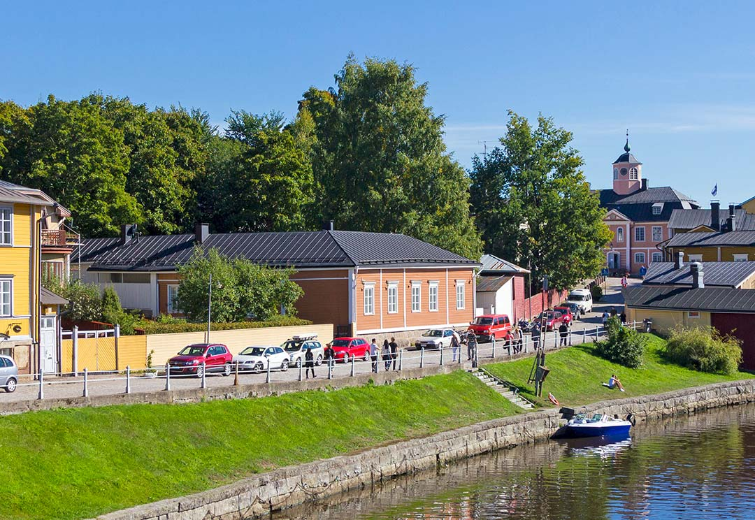 Porvoo is the first city in Finland to start using Neste MY Renewable Diesel, produced 100% from waste and residues.