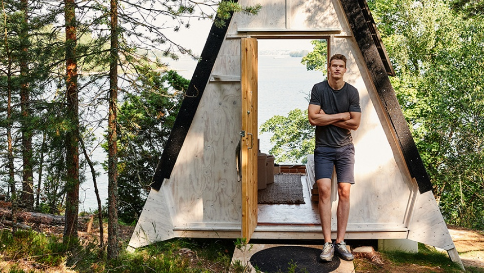 Lauri Markkanen and Neste collaboration to raise climate change awareness with the campaign called #DontChoke in Neste's Journey to Zero initiative and visiting nolla cabin