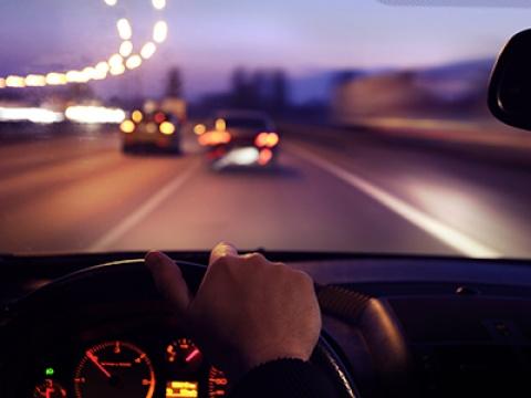 Nesteen tekemän tutkimuksen mukaan yli 60 % vastaajista kannatti turvavöiden ja puhelimen käytön valvontaa liikennekameroilla.