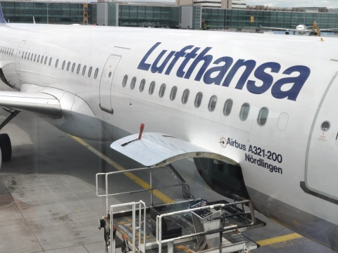 Lufthansa uses Neste's sustainable aviation fuel